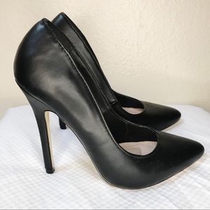 EUC Pointed-Toe Faux Leather Black Pump - 6